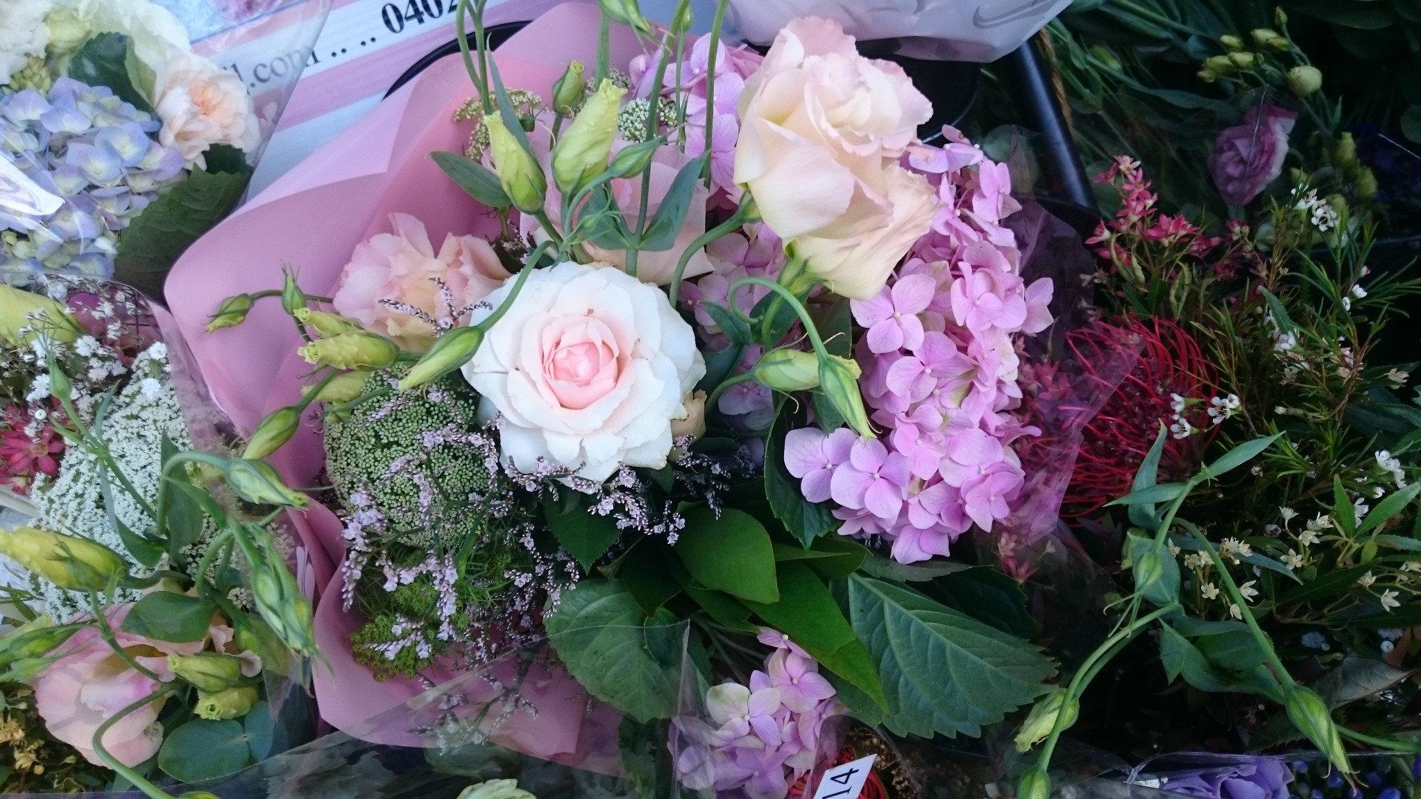 Gift Bouquet/Flower Bunch: Budget friendly
